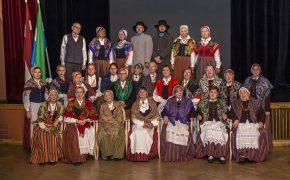 Lībiešu dziesmu ansambļi kopā dzied un svin Lībiešu karoga dienu