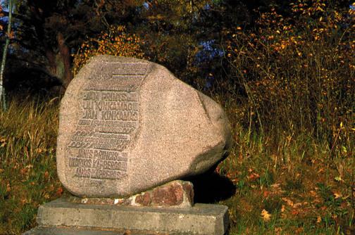 Piemineklis dzejniekiem Miķeļtornī (Viesturs Ozoliņš)