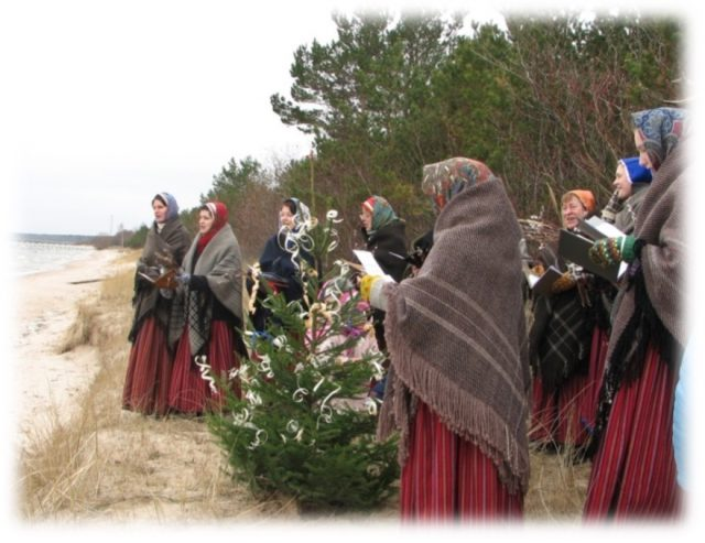 Waking of the birds in Kūolka seashore at the spring solstice of 2019